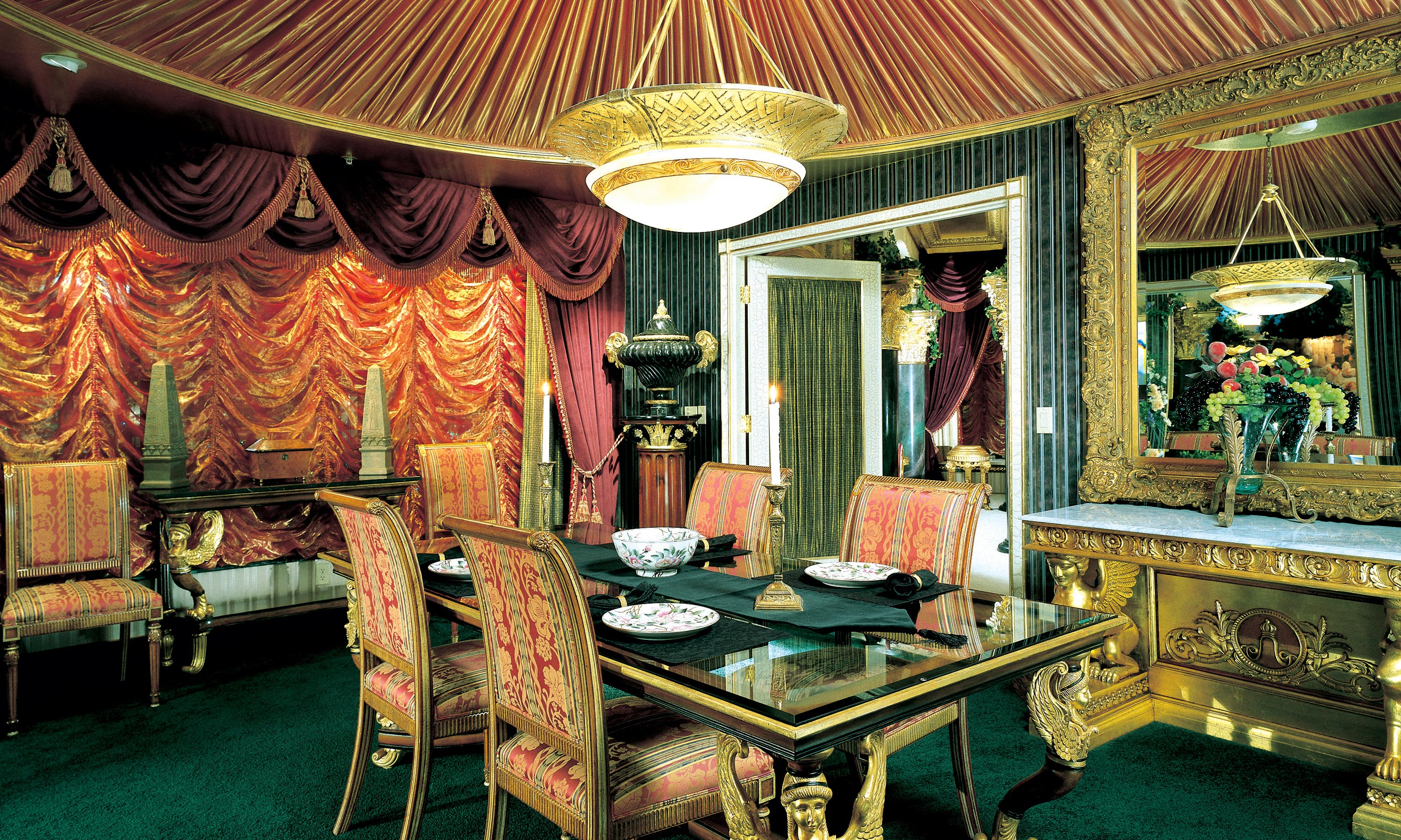 Peppermill tower roman opulence super suite peppermill for Definition of opulance